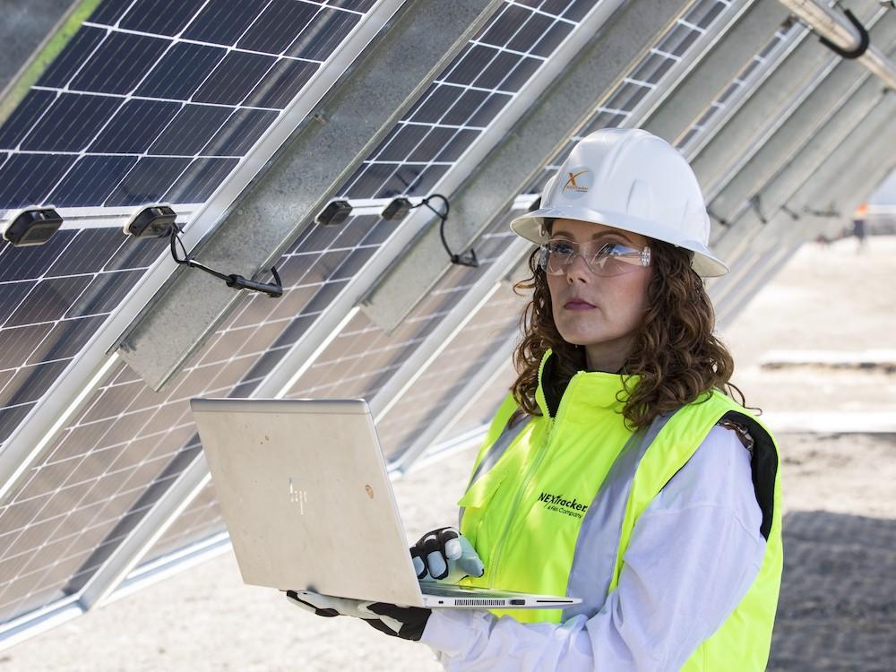 Becas para mujeres en energia solar