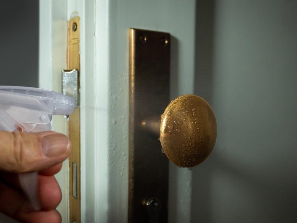 desinfectar puerta